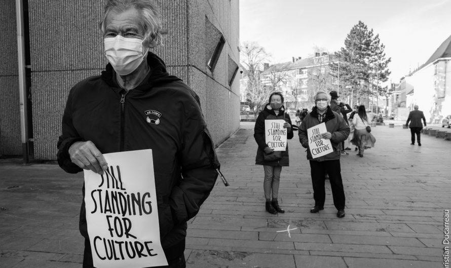 Photos::Projection sans public du film ADIEU LES CONS