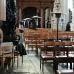 4_l'organiste en action avec un petit chauffage d'appoint pour se réchauffer les mains-50fb6db3