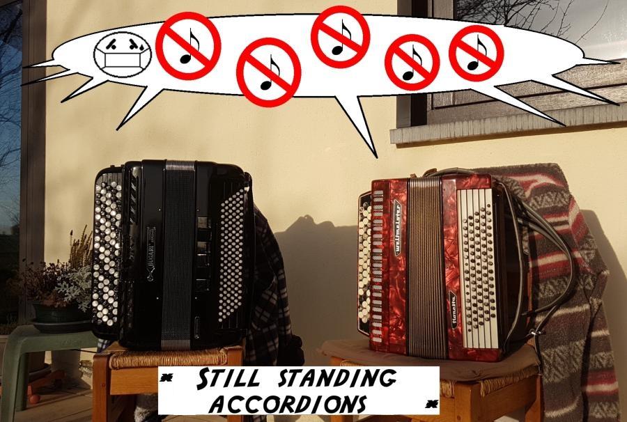 Still_stand_accordions-4bbc76e5