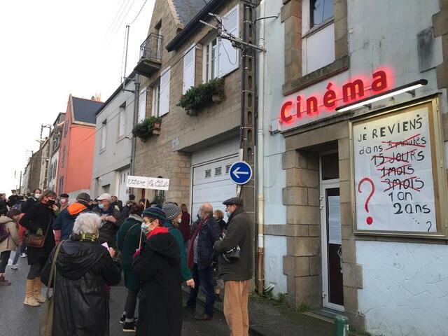 Files d'attente devant des lieux culturels bruxellois